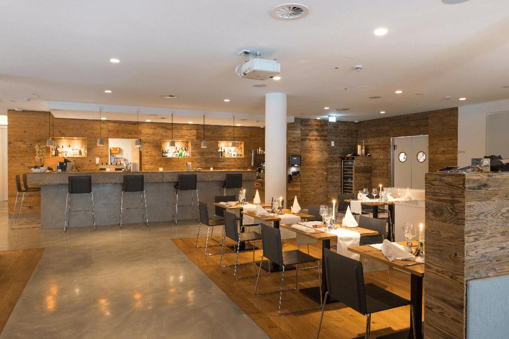 Restaurant Ottantanove Überblick Tische und Bar - Objektbereich, Restaurants