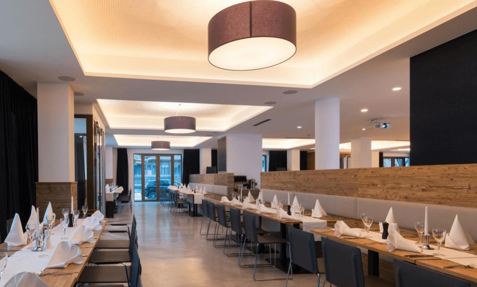 Restaurant Ottantanove Überblick Tische aus Eichenholz - Objektbereich, Restaurants