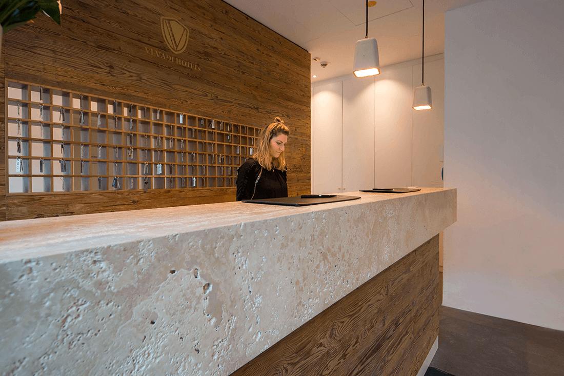 Hotel Vi Vadi Bayer 89 Empfangstresen - Hotels, Objektbereich