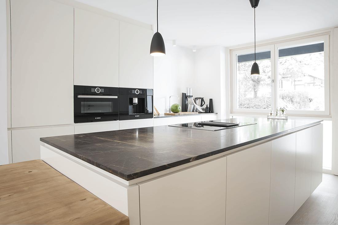 Küche S weiß mit Steinplatte - Küche, Privatbereich
