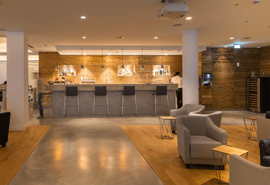 Hotel Vi Vadi Bayer 89 Lobby mit Bar und Tischen - Hotels, Objektbereich
