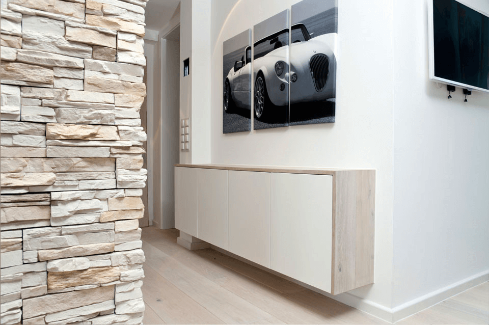 Wohnung M.S Schiefersäule und schwebendes Sideboard - Privatbereich, Wohnen