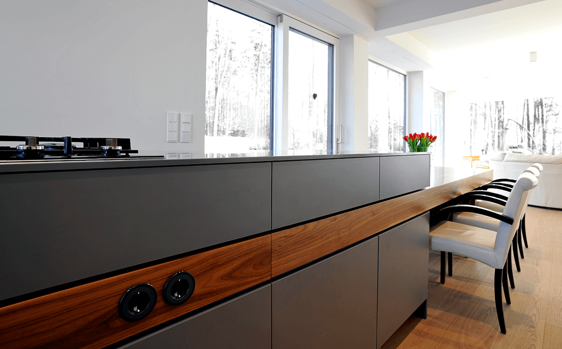 Wohnen W.A Küche Arbeitsplatte grau mit integriertem Esstisch aus Holz - Küche, Privatbereich