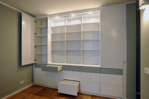 Wohnen D weiß-grauer Wandschrank mit Fächern und Schubladen - Privatbereich, Wohnen